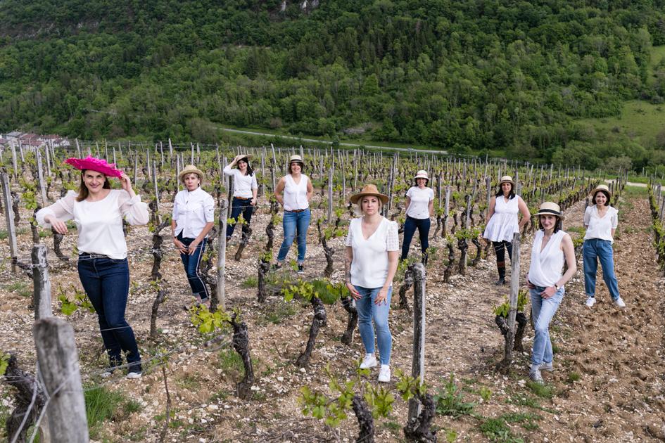 Les filles au milieu des vignes lors d'une séance photo EVJF Lyon.